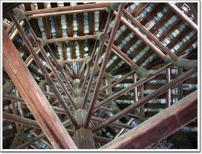 柔性的框架结构:墙倒屋不塌