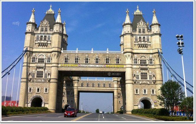 """图为苏州相城,按照伦敦塔桥造型建造的""""塔影桥"""""""