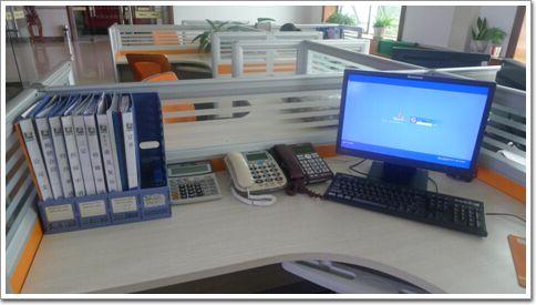 公司办公桌摆放图片