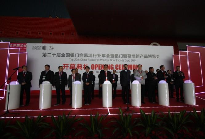 中国建筑金属结构协会副秘书长,铝门窗幕墙委员会主任黄圻先生在