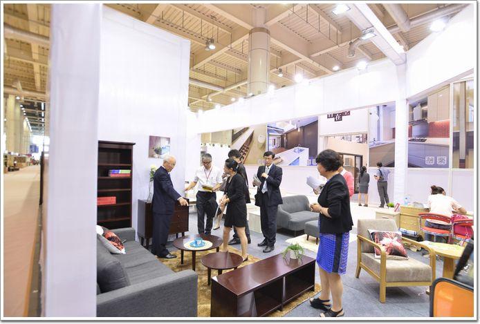 第二十届中国家具国际(大连)系列v家具5月15雅轩红木家具图片