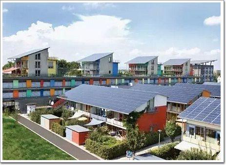 它利用了被动式太阳能设计,能够通过减少热增益来调整建筑内部的温度.