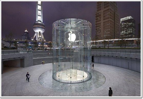 入口为一个引人注目的40英尺圆柱形玻璃幕墙.