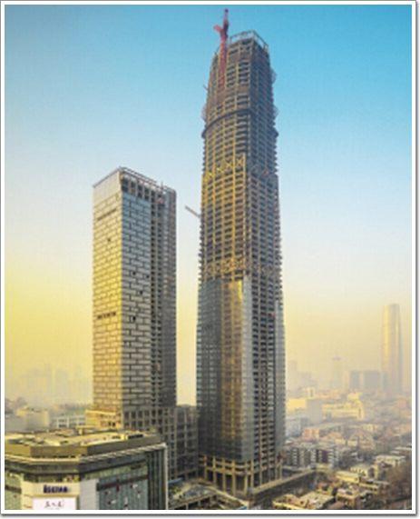 """超越""""津塔""""339米的天津现代城主体结构封顶"""