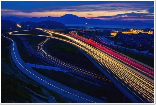 实施柳州—南宁,南宁—钦州—防城港高速公路,沈海高速公路繁忙