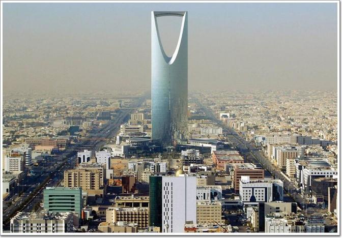可是,在沙特,除了有在建的1007米王国塔,还有一座王国大厦(kingdom