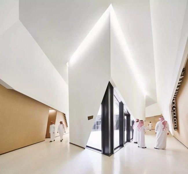 黑白极简的室内设计