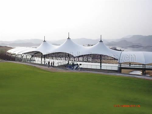 随后各式各样的充气膜结构建筑出现在1970年大阪世界博览会上.